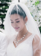 阿彩(童菲饰演)