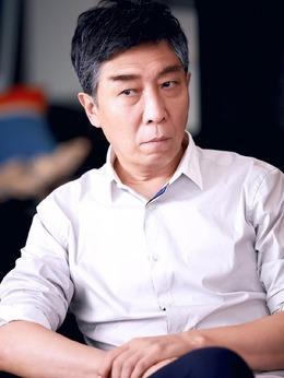 陆爸爸(韩童生饰演)