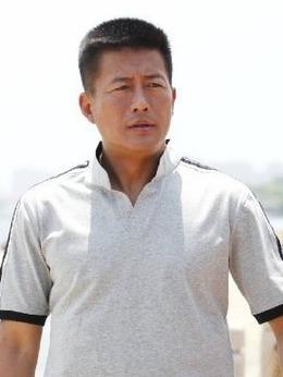 满堂洪(高曙光饰演)