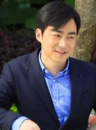 吴毅(李竹饰演)