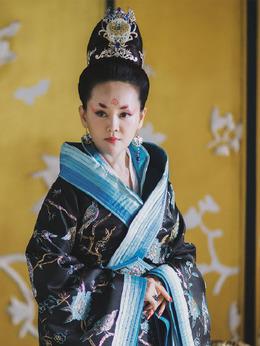 皇后(张定涵饰演)