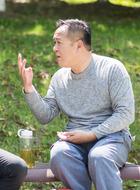 舅舅(王正权饰演)