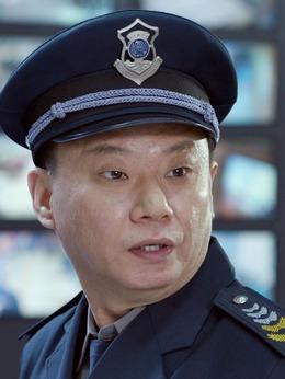郑大水(邵峰饰演)