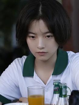 水青(李庚希饰演)