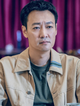 邢耀平(辛柏青饰演)
