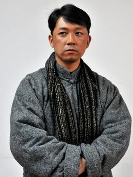 杨作新(潘粤明饰演)