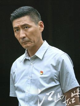 陳步勝(張子健飾演)