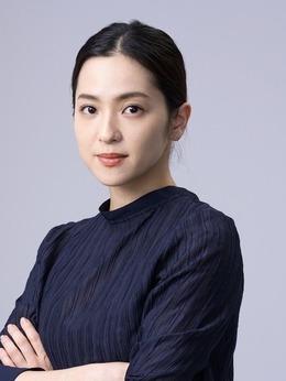 荫山元美(中村安饰演)