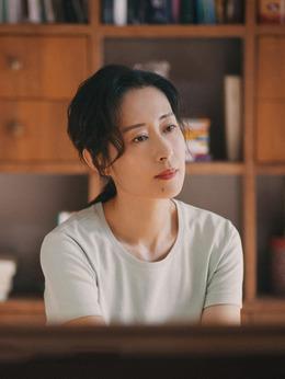 邱晓霞(刘敏涛饰演)
