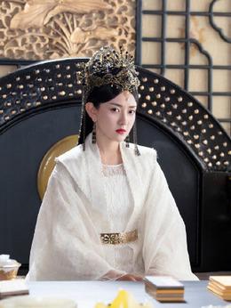 女皇(梁洁饰演)