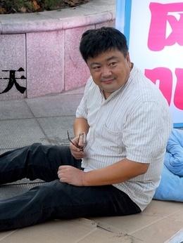 侯磊爸(洪剑涛饰演)