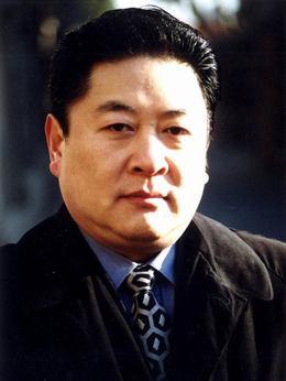 张峰(刘斌饰演)