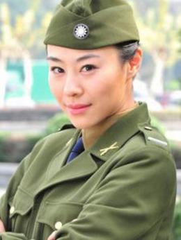 秦可(尹媗饰演)