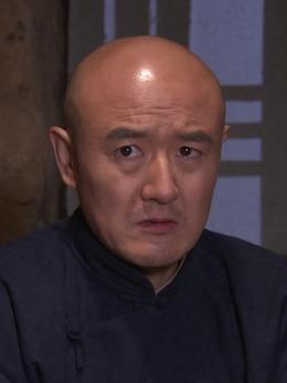 王强(钟卫华饰演)