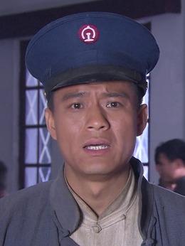 彭亮(梁笑饰演)