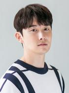 安治弘(金俊翰饰演)