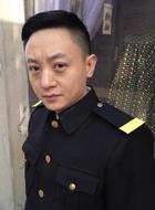 秦立(俞瞳饰演)