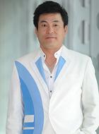 (李瀚伟饰演)
