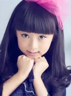 8岁隆盼娣(郝怡霖饰演)