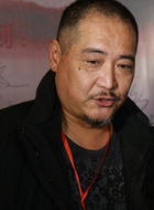 洛天龙(迟国栋饰演)